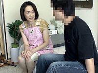 ガリガリボディの清楚な五十路レンタルおばさんが奥手男性と中出しエッチ!橋本美和子