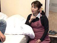 若い男性客に抱かれ夢見心地になるレンタルおばさん!山本麗子