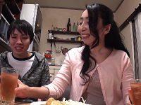 出っ歯でスケベ顔の五十路義母が娘婿を夜這いして中出し寝取りエッチ!楠由賀子