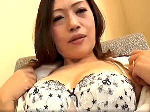 厚い唇の妖艶熟女がナンパされ三段腹を突かれ中出しエッチ!美月潤