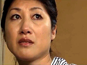 五十路熟女の母親が温泉旅行で息子に突かれ久々の快感に白目絶叫!藤沢芳恵
