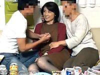 料理教室で知り合ったイケメンと宅飲みで4Pダブル浮気する美熟女奥様!浦野美月・古川祥子