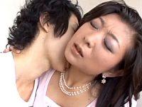 「年上の女は嫌い?」ゴージャスで色っぽい美熟女が若い男を誘い中出しエッチ!宮崎彩香