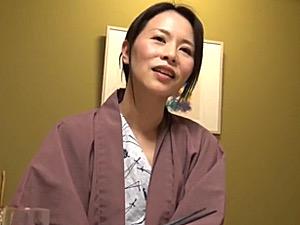 切ない上目遣いで男をその気にさせる美人妻の不倫旅行!最後は感情高まりマジ泣き!井上綾子