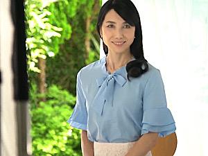 長身スレンダーで元モデルのパイパン五十路熟女が初撮り中出しH!鶴川牧子