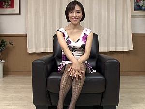 妖艶なグラマーな巨乳五十路熟女が童貞チンポで突かれ痙攣マジイキ!谷崎鈴
