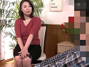 卑猥な黒乳首の巨乳五十路熟女が童貞筆下ろしで連続マジイキ!佐倉由美子