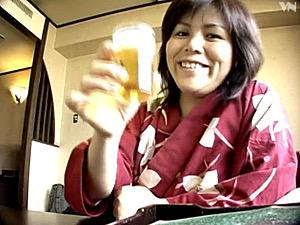 黒乳首で巨乳のバツイチ熟女が息子の温泉旅行でセックス三昧!平井朋子