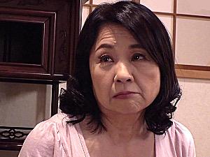 エロケバい豊満な還暦熟女が再婚相手の息子の若い体に溺れ家庭内不倫!秋吉慶子