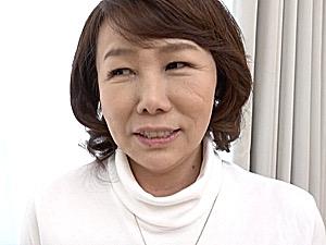 ピンク乳首の巨乳がエロい地味な還暦熟女が中出し初撮りエッチ!真田紗也子