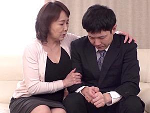 ピンク乳首の巨乳叔母が30歳の甥を筆下ろし!真田紗也子