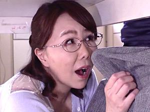 欲求不満の五十路義母が絶倫の娘婿に高速ピストンされイキまくり!真田紗也子