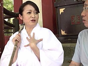 セックス大好きな熟女神主が神社で好き放題やりまくり!今浪優