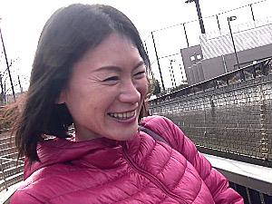 京都出身で黒乳首の美熟女がパンティに染みを作り巨根ファックで大絶叫!