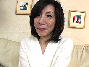 性格キツそうに見えて甘えん坊な五十路熟女が若い男に抱かれ泣きまくり!磯山恵子