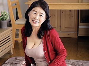 ピンク乳首の垂れ巨乳がエロい七十路熟女の祖母が孫を痴女って中出しH!小谷千春