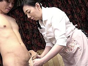 ピンク乳首の大柄還暦熟女が息子を誘惑して中出しエッチ!天霧真世