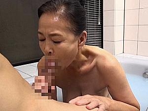 ピンク乳首で巨乳の七十路熟女の祖母が若い孫と合体!小谷千春