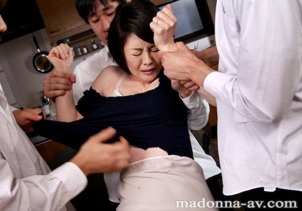 ピンク乳首の美熟女が息子の同級生達に毎日陵辱されイカされまくる!竹内梨恵