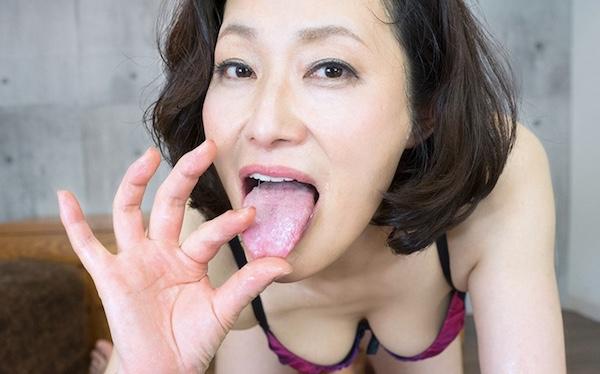 【VR】妖艶熟女の濃厚なフェラ抜き!猪原由紀子