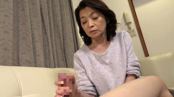 ピンク乳首で巨乳のパイパン還暦お婆ちゃんが孫に抱かれで絶叫!遠田恵未