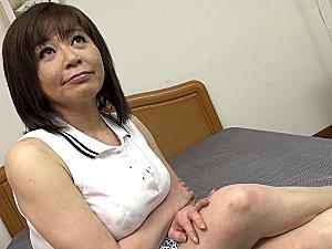 茶髪のエロケバい熟女が若いペニスで垂れ乳を揺らし喘ぎまくる!寺島千鶴
