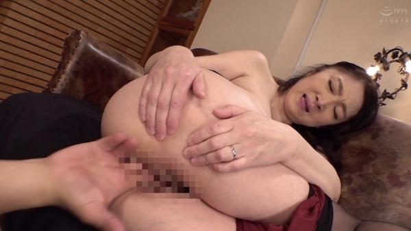 還暦義母が娘婿の高速ピストンにピンク乳首の巨乳を揺らし快楽堕ち!原田京子