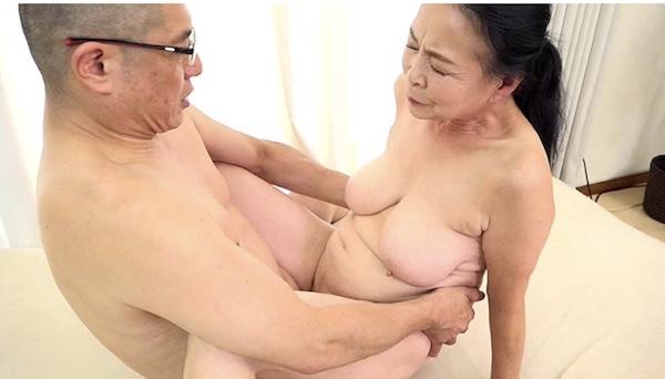 還暦熟女・七十路熟女がナンパされ即エッチでアヘアヘ!小谷千春