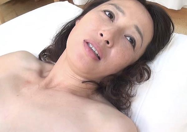 卑猥なデカ乳輪の五十路美魔女が久々エッチで絶叫!安野由美
