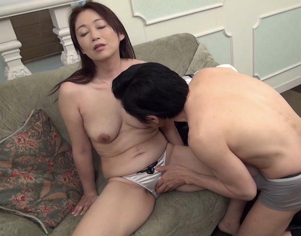 長らくセックスレスで奥手そうな五十路熟女が激しいピストン浴びてマジイキ!遠野麗子