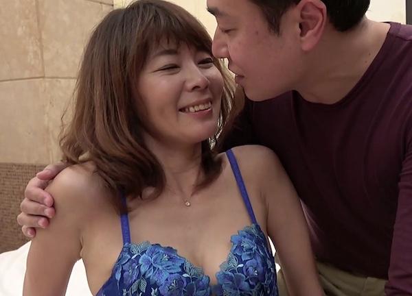 猫顔で涙ボクロが色っぽいスレンダー垂れ乳の五十路熟女が激しいセックスに萌える!冨永真妃