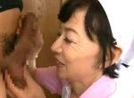 目尻のシワがエロい還暦家政婦が若いチンポを上品にフェラ抜き