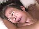 75歳初撮り高齢熟女妻!若い男優にガン突きされアヘ顔連発で最後は顔射!