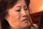 瞳孔開き悶えまくって逝きまくる黒乳首の還暦熟女!佐倉久子