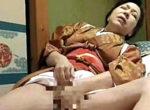「ああ〜男とやりたい」激しいセックスを覗き見て欲情した家政婦の七十路熟女が朝から手マンオナニー!三田涼子