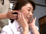 照れまくる清楚な熟女がデカ乳輪の卑猥な垂れ乳ボディでエロい!浅田奈保子