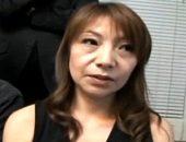 茶髪のエロケバい五十路熟女が催眠術にかけられ大絶叫で連続イキ