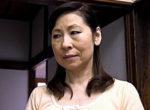 中出し自宅不倫をした還暦主婦が夫の側でフェラ抜き!秋田富由美