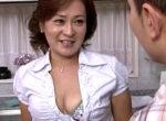 黒乳首でデカ乳輪の五十路叔母が大学生の甥っ子と中出しエッチ!内田彩乃
