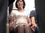 ノースリーブのセレブ熟女が電車の中で中出し和姦!円城ひとみ