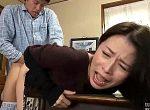 思春期の息子に凌辱され大した抵抗もせず次第に喘ぎ声に変わる母親!井上綾子