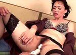 パート先の店長に黒ガーターベルト姿で性調教される美魔女未亡人!安野由美